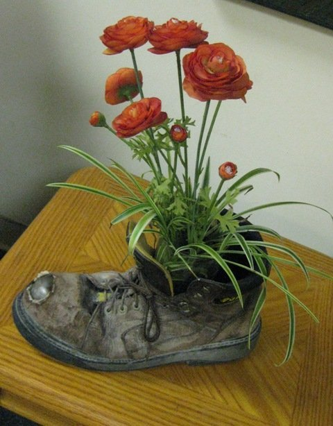 boot_and_flowers_web
